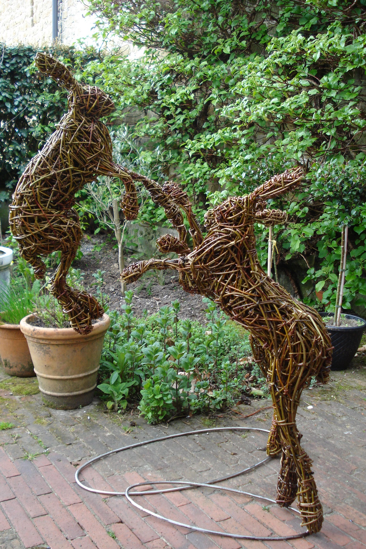 willow garden hare sculptures, metal/willow boxing hares for garden